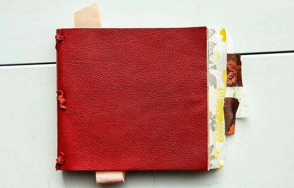 真皮封面,與書緣的瑞士花邊紙,多種質感的結合。