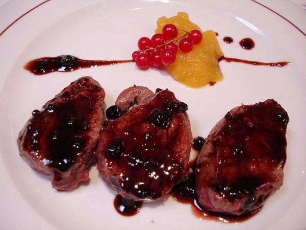 Civet de venado en salsa de frutos rojos
