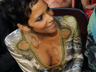Halle Berry sexy cleavage NAACP Image Awards