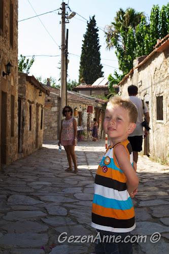 Eski Datça'da gezinirken