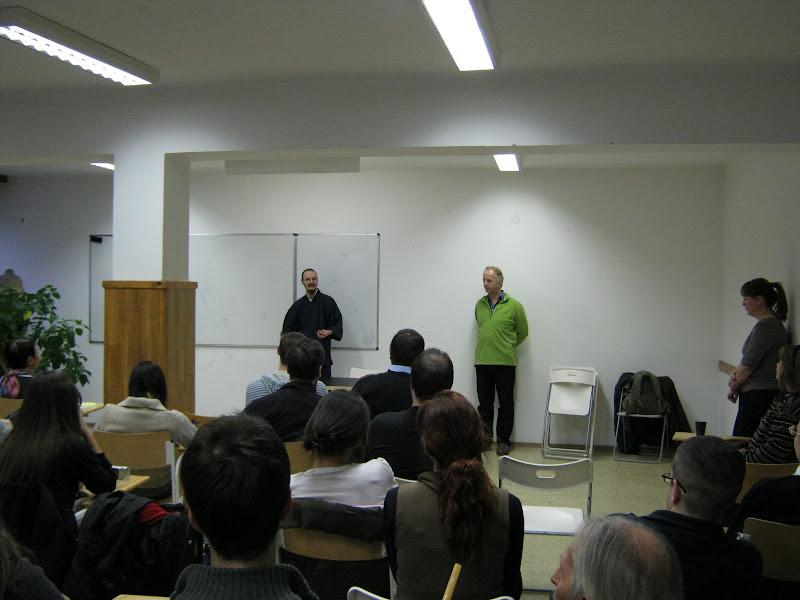 Gáncs Nikolasz, a japán kalligráfia oktatója, Kakizome előadás közben