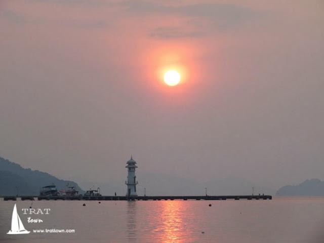 วิวพระอาทิตย์ขึ้นที่ โฮมสเตย์ บีช ป้านา เกาะช้าง จังหวัดตราด