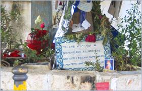 Sizilien - Der Baum zum Andenken an das Mafia-Attentat auf Paolo Borsellino