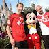 Atletas de Leverkusen e Colônia desfilam em parque da Disney, em Orlando