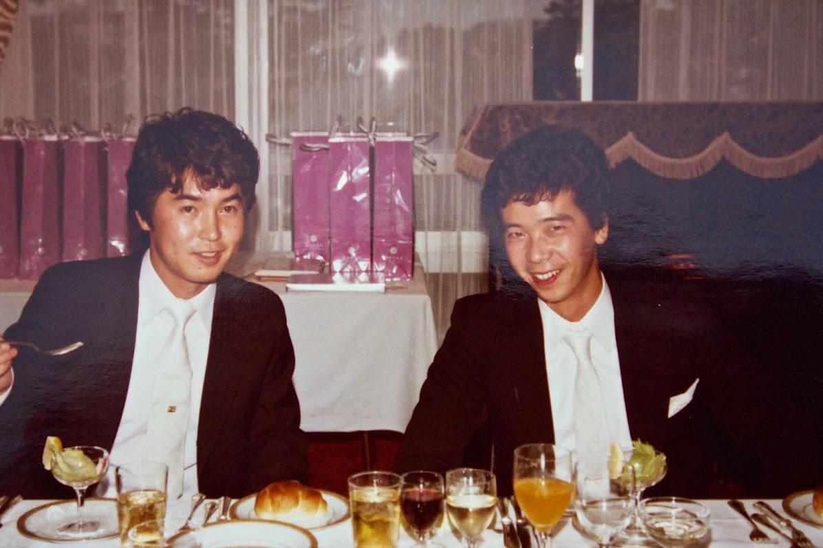 会者・藤間修さん(右)と徳永政男さん(左)(33年前)