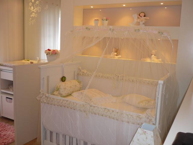 Dormitorio blanco para bebe via for Recamaras para bebes