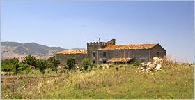 Sizilien - Mendolilla - der ehemalige Musterhof von Emanuele Notarbartolo bei Sciara.