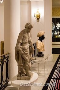 Negresco Otel'in koridorlarındaki büst ve heykeller, Nis