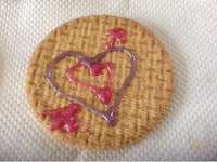 digestive biscuit with heart design in gel