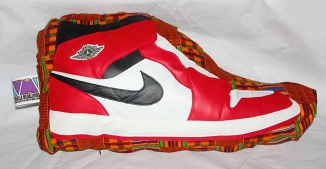 *可以抱的AJ1:Vanilla Medallions 經典球鞋抱枕 1