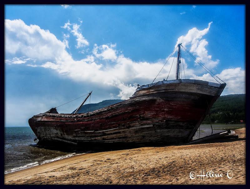 un vieux bateau échoué Bateau