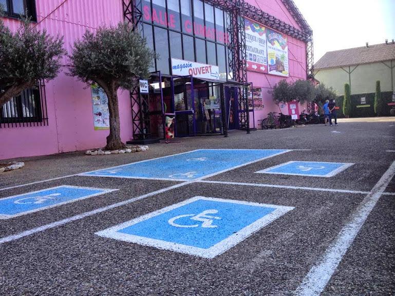 Places réservées PMR et handicap