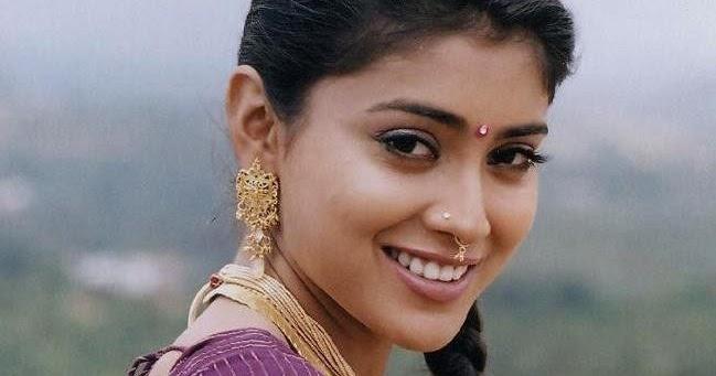 Shriya Saran Gym: Men Women Photos: Shriya Saran Hot Sharp Boob Show