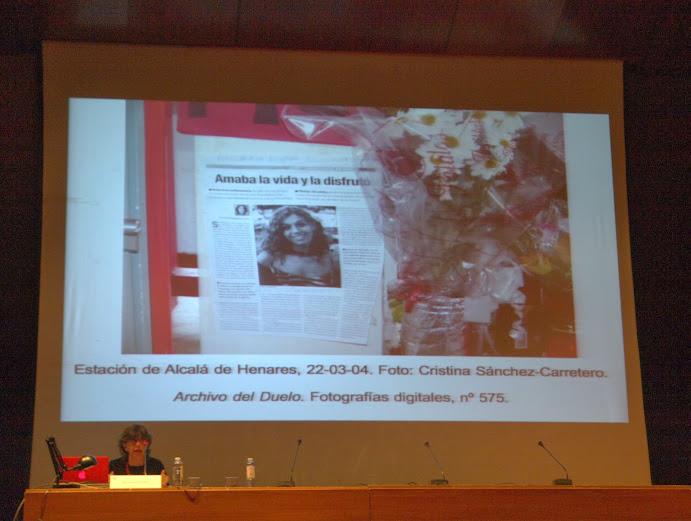 """Momento de la conferencia de Carmen Ortiz en el curso """"El álbum familiar: otras narrativas en los márgenes"""", Foto: Eduardo Tejera Torroja 2013"""