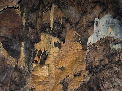 Infinitat de detalls en cada racó de la cova