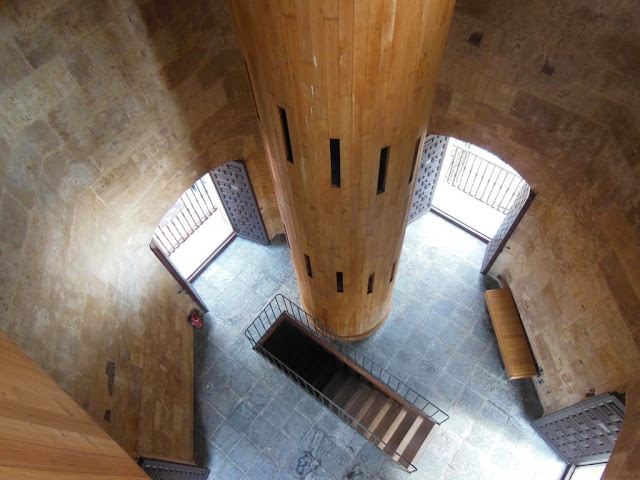 Escaleras de la Clerecía
