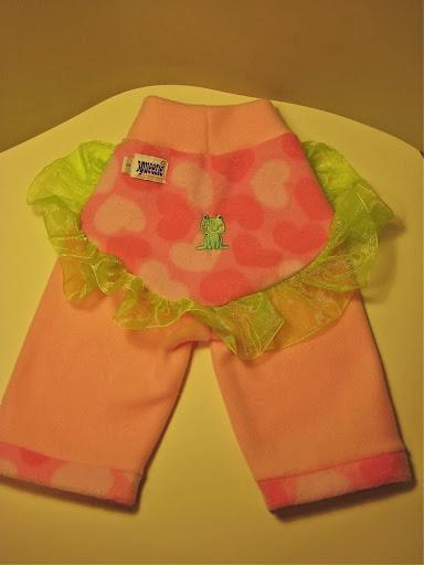 Frog on a Ruffled lily pad Pink Fleece Yoga Pants (sm)