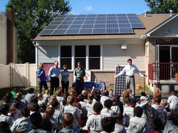 Sen. Fuschillo with Eric Jacobson, parent and K-Star Solar staff