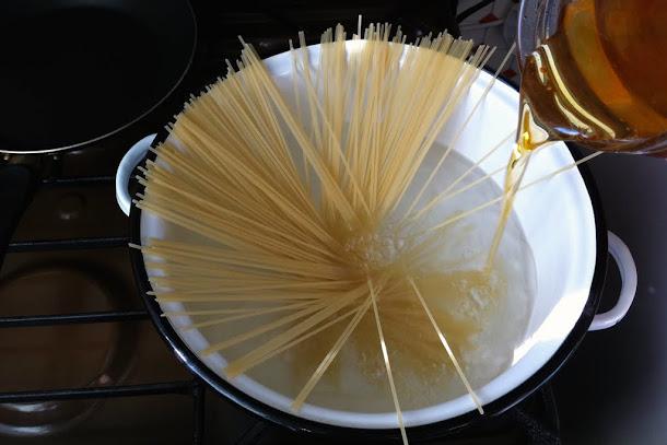 Razvan Anton spaghetti la fiert sare apa ulei masline