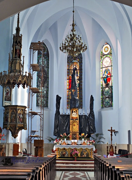 interior biserica catolica basilica minor cacica
