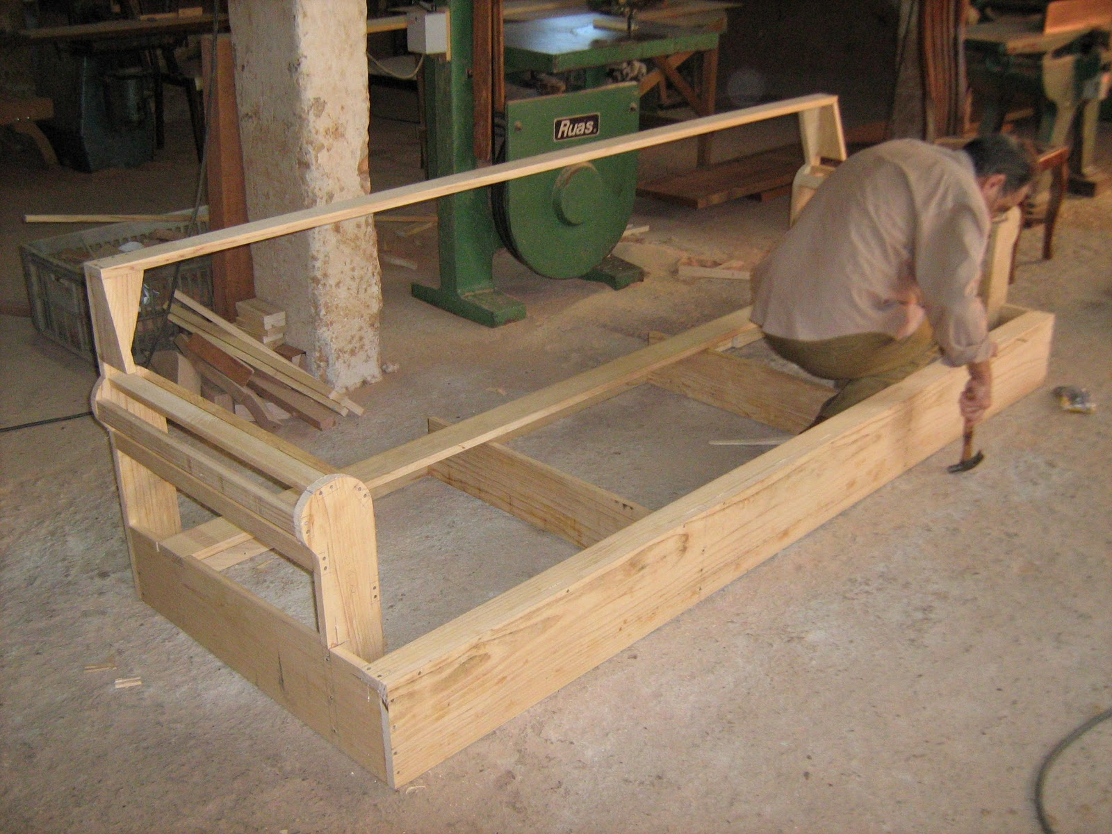 estruturas de sofas em madeira de lei fabrica 1001 modelos.jpg #956936 1600x1200
