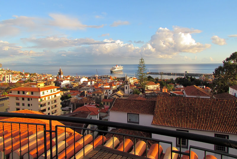 the Queen Mary 2 left this beautiful city in Madeira island