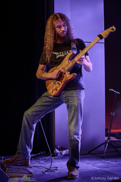 Guthrie Govan - Page 6 20121009__web-2