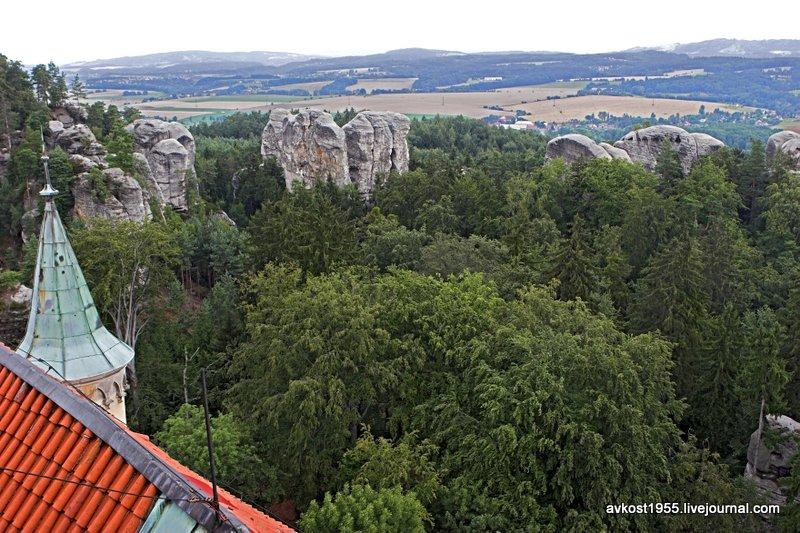 Вид на скалы Чешкого рая со смотровой площадки замка Груба Скала
