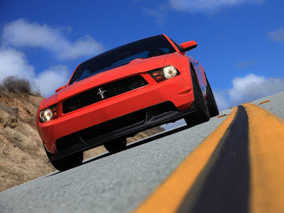 Ford-Mustang_Boss_302_2012_1600x1200_Front_Angle_08