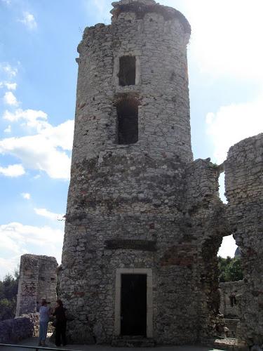 zamek ogrodzieniec - baszta skazańców