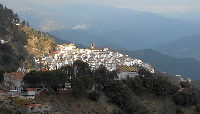 Weiße Dörfer in Andalusien: Blick auf Algatocin