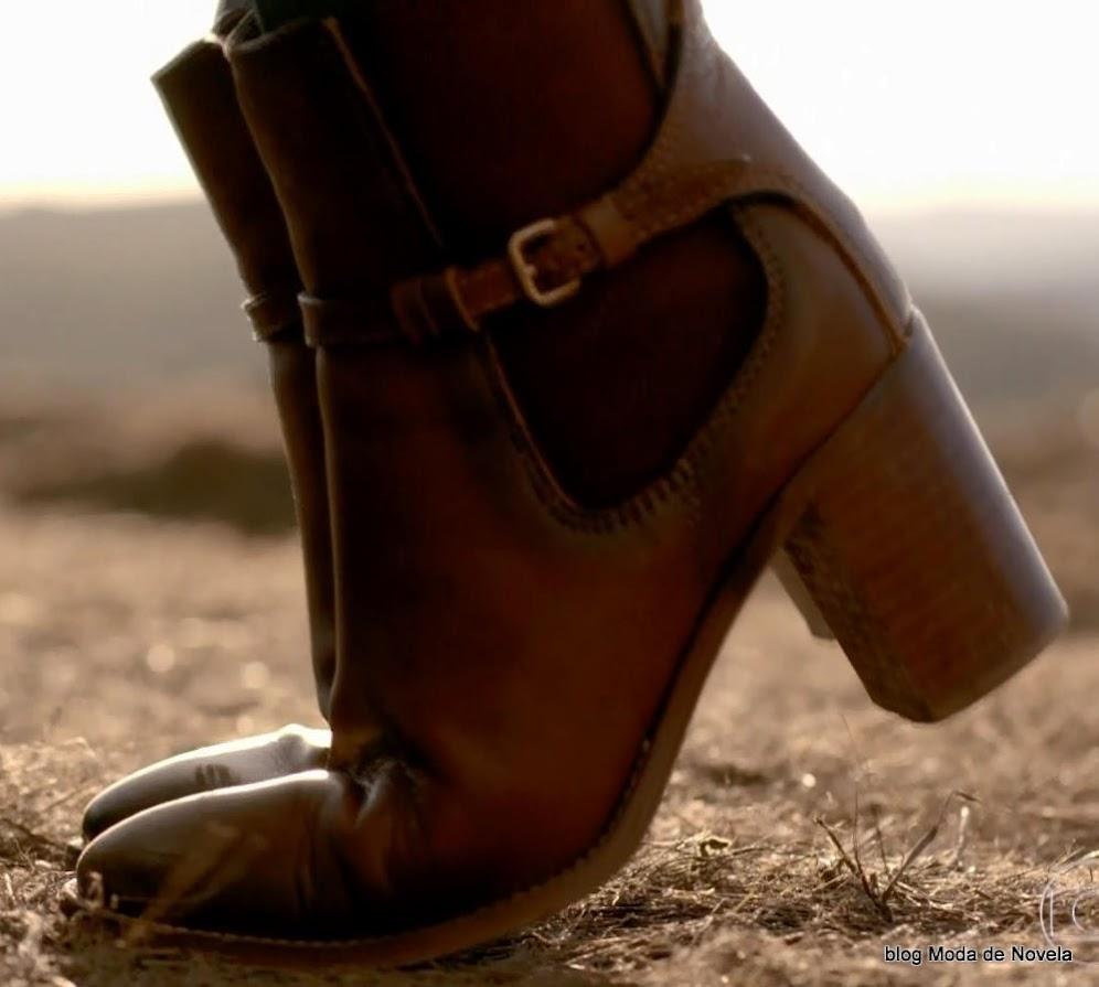 moda da novela Império, bota da Maria Isis dia 14 de outubro