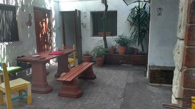 Los Jardines Colgantes De Babilonia Hostel Montevideo 598 2916