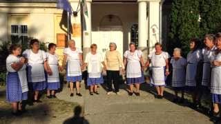 Szüreti bál Jákó 2013.09.21. - Népdal éneklés a faluház udvarán 5. rész