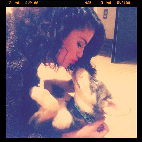 Selena Gomez and her dog 2