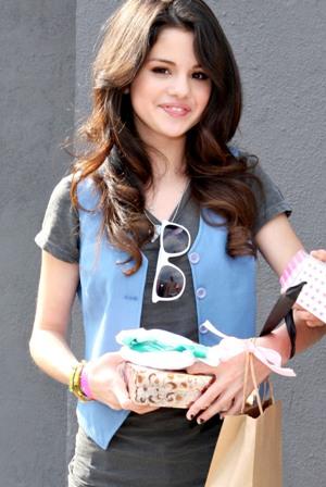 selena gomez who says pictures 2011. makeup selena gomez who says