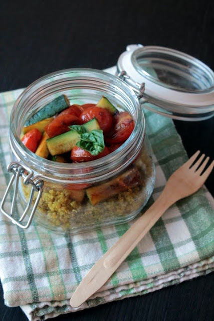 Quinoa al profumo di curry con zucchine e pomodorini caramellati