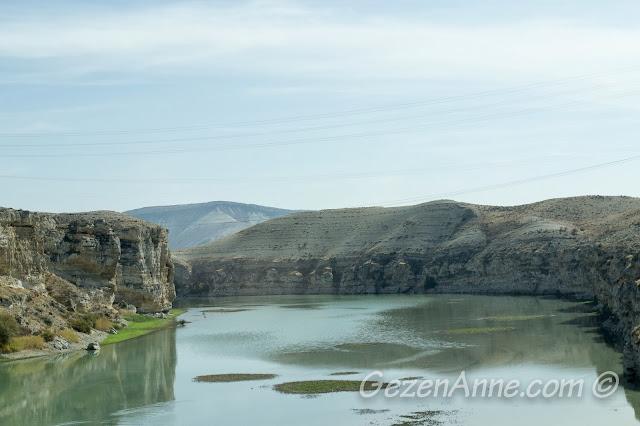 Beypazar'a doğru baraj gölü yanından geçerken