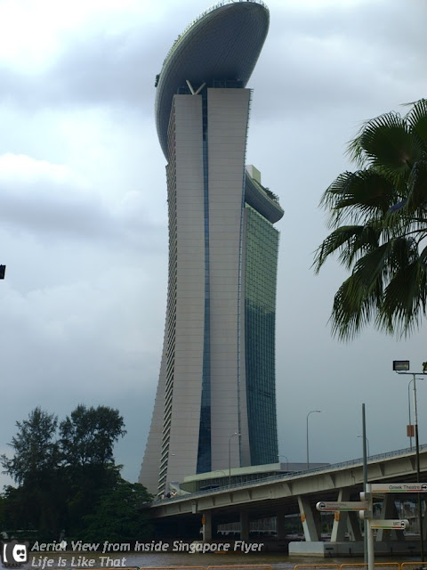 Moving in Sky with Singapore Flyer picture singapore free easy  photo