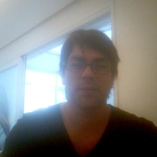 Adriano Flores