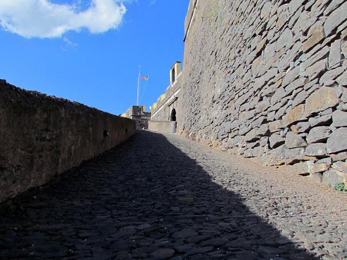 entrance to Fortaleza do Pico