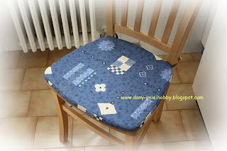 ho voluto usare la stoffa che avevo usato per il divano visto che dalla sala si accede direttamente alla cucina ho ancora un pezzo di stoffa e penso di