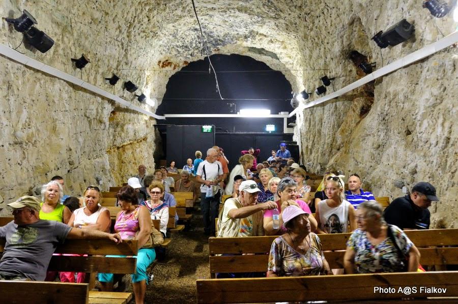 Кинозал в заповеднике Рош ха-Никра. Экскурсия по Западной Галилее. Гид в Израиле Светлана Фиалкова.