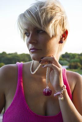 Rosa Kolczyki szydełkowe New York City TheKretka1 Biżuteria Panorama LeSage zdjęcia TheKretka1 w biżuterii Panorama LeSage wisiory naszyjniki rosa biżuteria szydełkowa Biżuteria Inspirowana Naturą bransolety