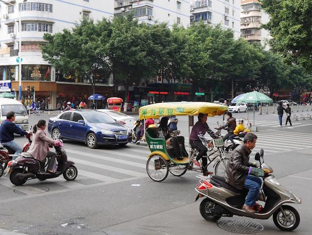 Xinhua East Road and Xinhua North Road (新华东路新华北路) in Zhangzhou