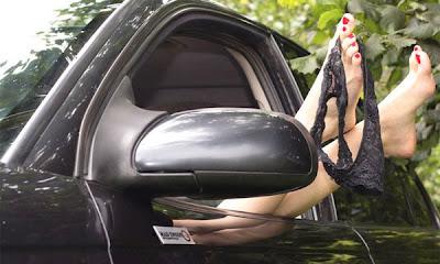 Секс в автомобиле на парковке