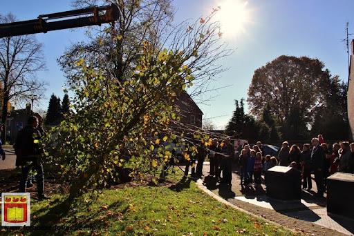 burgemeester plant lindeboom in overloon 27-10-2012 (12).JPG
