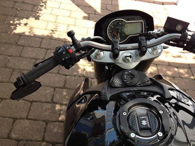 Aufh bschung der kleinen schwarzen gsr 750 seite 20 for Spiegel unten motorrad