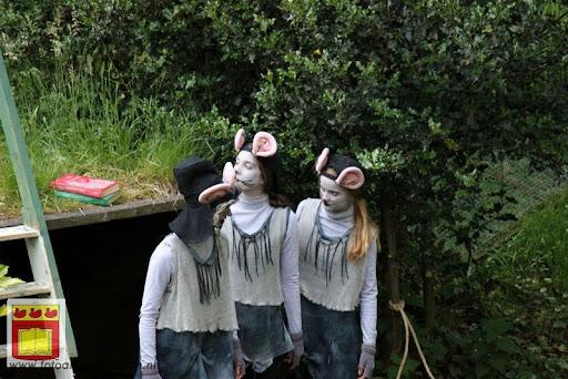 Alice in Wonderland, door Het Overloons Toneel 02-06-2012 (16).JPG