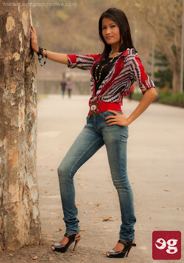 Printed shirt teamed with skinny jeans and high heels